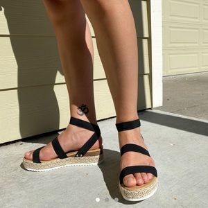 Shoes - Brand new cute and trendy black platform sandals🖤